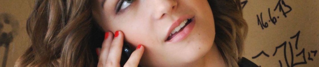 2400-pexels-woman-phone-photo-209699